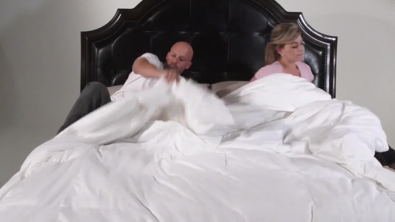 covermade patented easy bed making down alternative comforter bed bath beyond. Black Bedroom Furniture Sets. Home Design Ideas