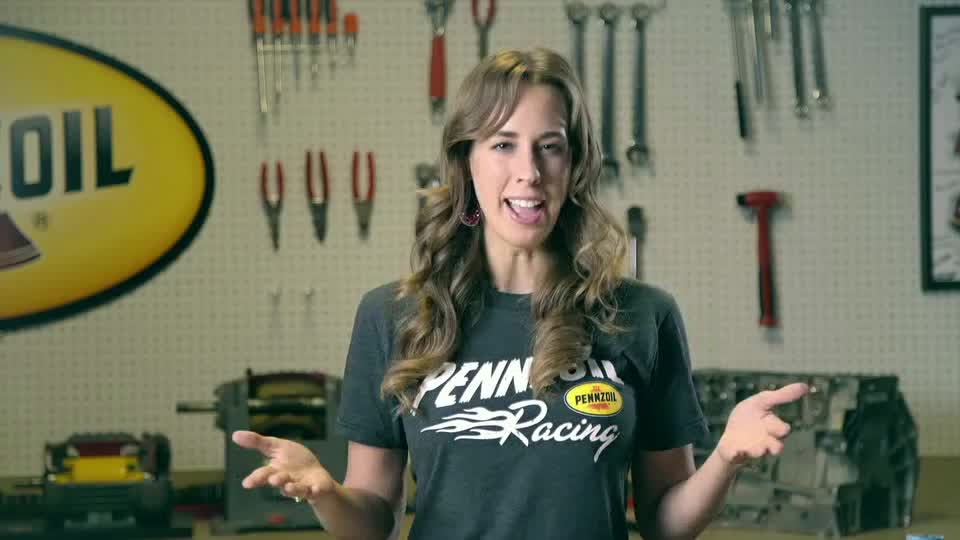 Know Your Oil - Synthetic vs. Conventional Oils Shanna Simmons, a Pennzoil mechanical engineer, talks about the difference between synthetic and conventional motor oils.  Make the switch to Pennzoil® Synthetics.