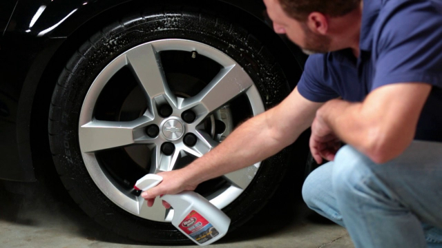Black Magic Bleche-Wite Tire Cleaner Bleche-Wite Tire Cleaner is a high-performing cleaning solution. It's fast-acting, easy-to-use formula releases brake dust, grim and road film on contact. Bleche-Wite cleans black wall and white wall tires and is America's #1 selling tire cleaner.