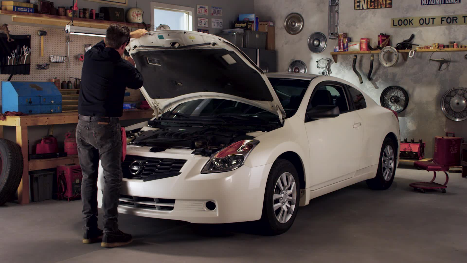How to Change a Tail Light Bulb - AutoZone How-To Videos