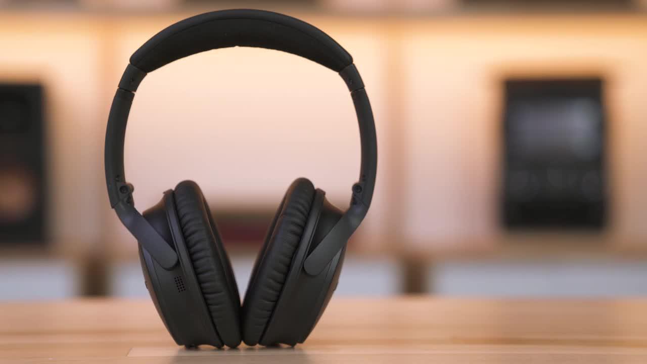 Bose® QuietComfort® 35 wireless headphones II (Black) at